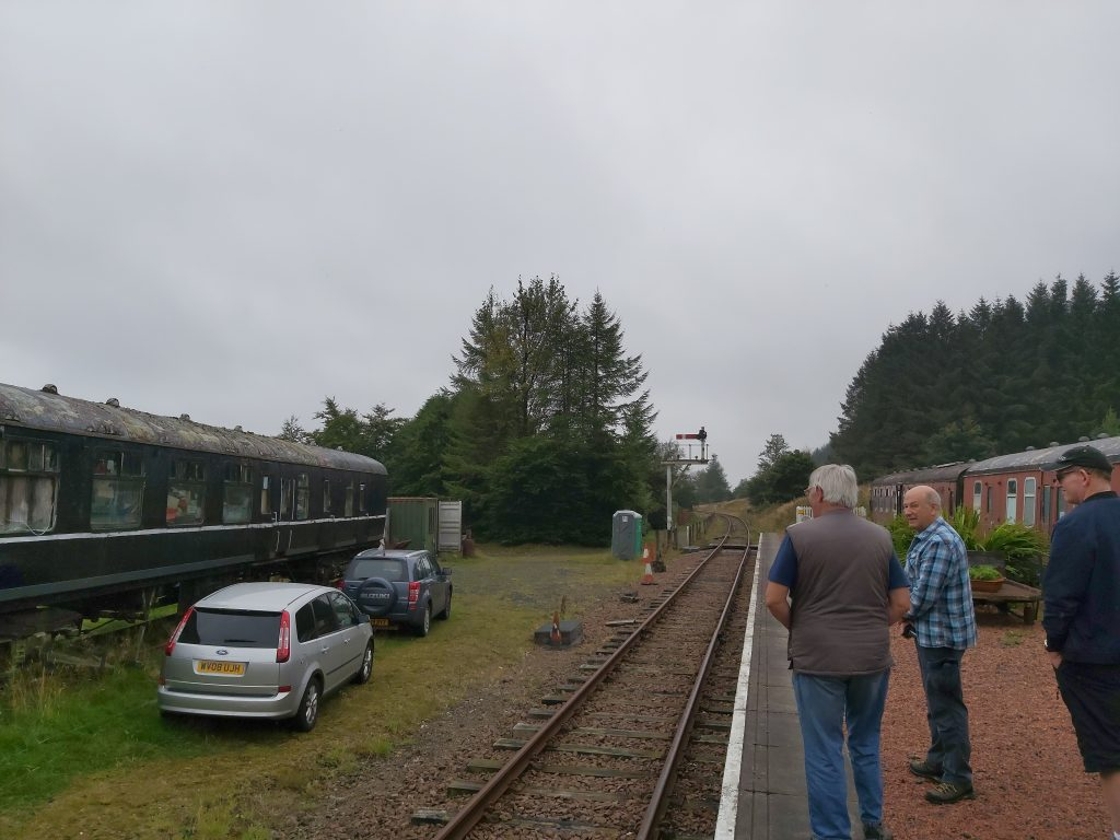 Looking down railway line towards signal, George GM1OPO, Dave S GM0KCN and Steven MM0ILC on platform